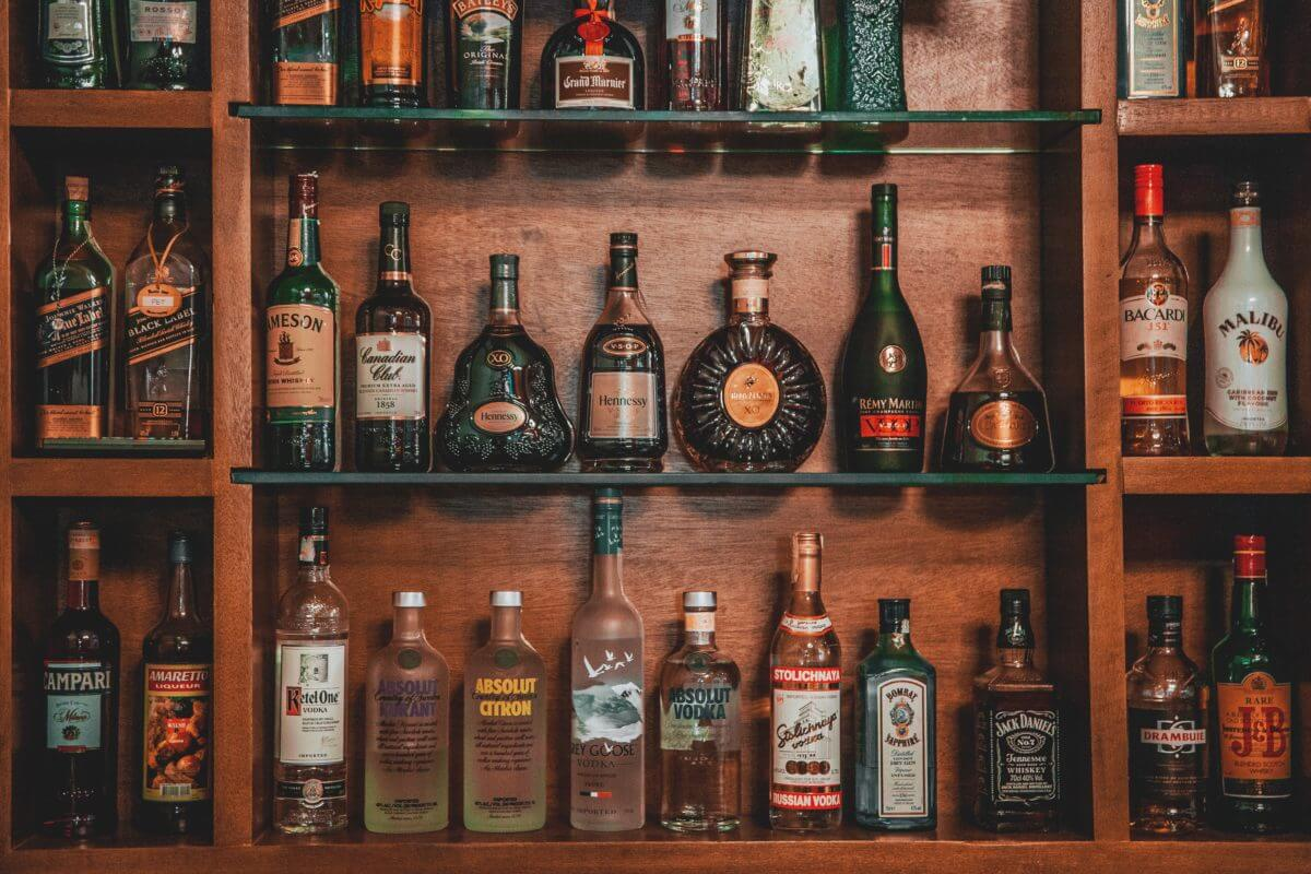 What Are The Tips on Opening a Bar?